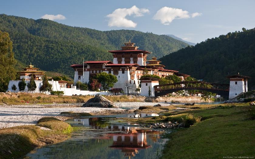 Bhutan Tour To Phuentsholing-Thimphu-Paro 4 Night / 5 Days
